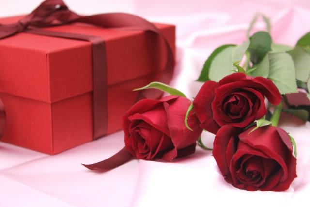 還暦プレゼントで赤いものを女性や男性に贈る時のコツとお勧め