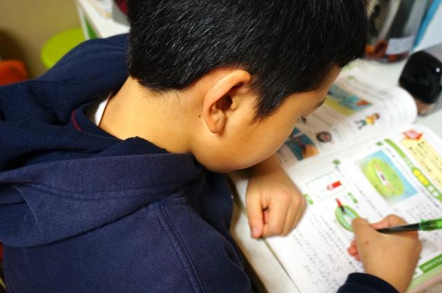 中学生の親が勉強を見るとか教える賢い方法は?できること出来ないこと