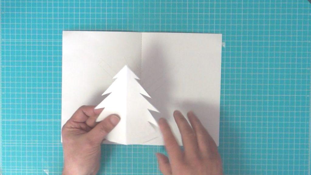 ポップアップのクリスマスツリー 奥の木を貼る