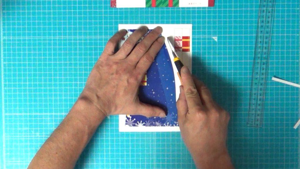 クリスマスカードの下の部分を各パーツに切り分けます