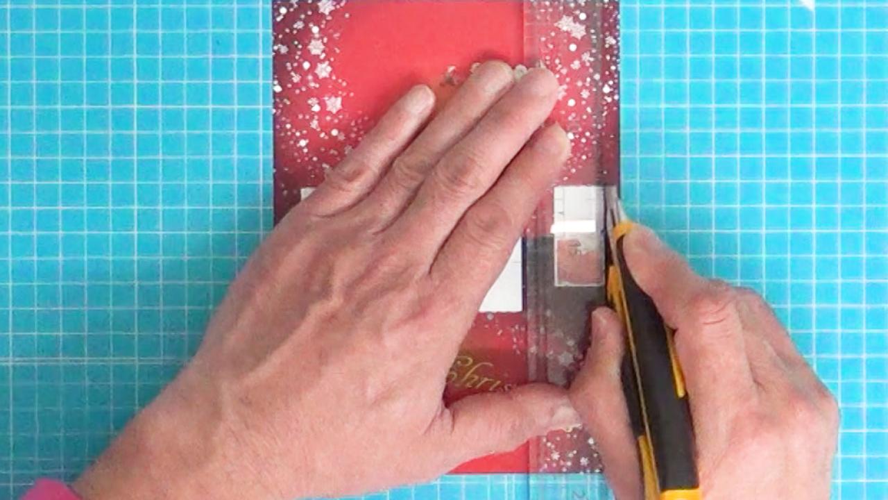 白い四角形のタテ線に切れ目を入れます。