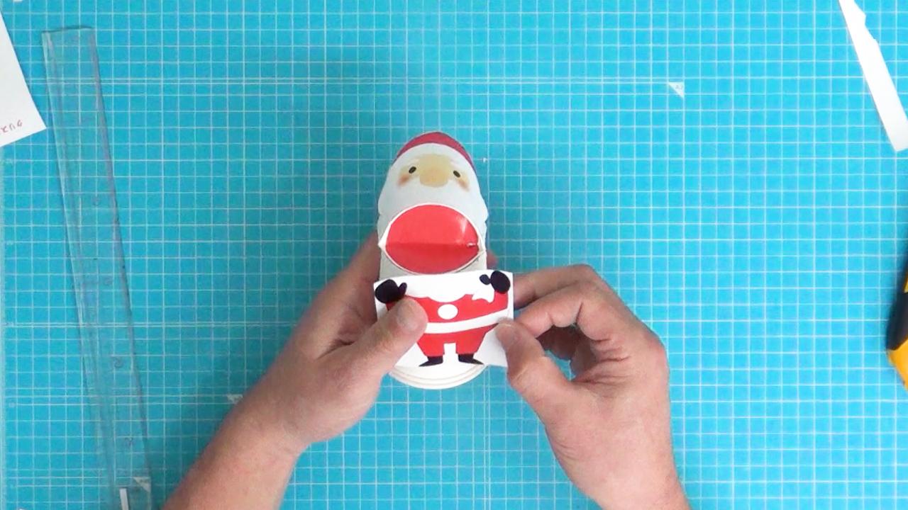 サンタクロースの体を貼り付けます。